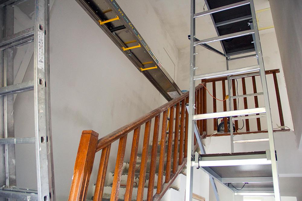 decoration hall d entree avec escalier decorer une entree avec escalier peinture cage escalier. Black Bedroom Furniture Sets. Home Design Ideas